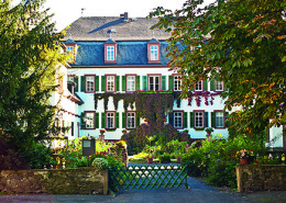 Die Schülerinnen und Schüler der Abiturklasse (Q3 und Q4) leben in einer ehemaligen Burg in Echzell